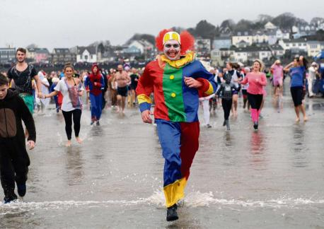 1,352 swimmers and thousands of spectators welcomed in 2014 at the annual Saundersfoot New Year's Day Swim.