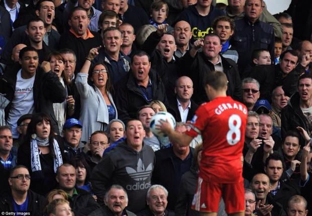 Everton fans make their view of Steven Gerrard very clear to the LFC captain